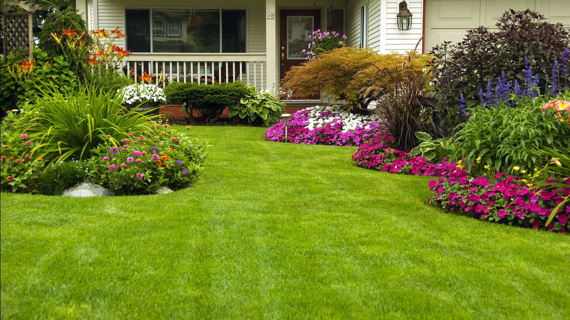 Etobicoke and caledon lawncare lawn maintenance for Landscape garden maintenance